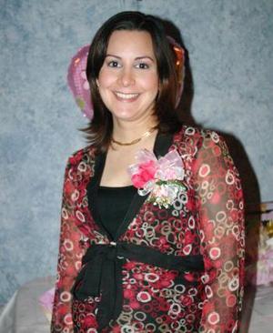 <b>05 de febrero de 2005</b> <p> Rosy Gianacópulos, captada en la fiesta de canastilla que le organizaron.