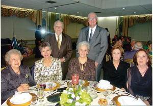 Leonor Lobo, Nena Suárez, Fernando Menéndez, Magdalena M. de Dillon, Roberto Dillon, Beatriz de López y Consuelo Arias.