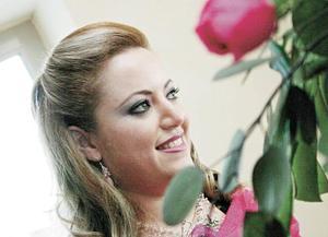 <B>LA DESPEDIDA</B> <BR> Mónica Hernández Marabotto feliz en su primera despedida