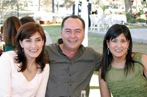 Laura V. de Martinez, Fernando Gutiérrez y Cecilia V. de Gutiérrez