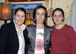 Myriam Tricio de Treviño con sus amigas Lucy de Gómez y Chary de Montaña