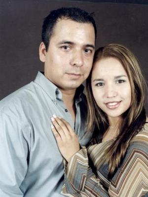 <b>06 de febrero de 2005</b> <p> Sergio Allan Hernández del Bosque y Angélica Lucero Martínez formalizaron su compromiso matrimonial el primero de febrero de 2005.