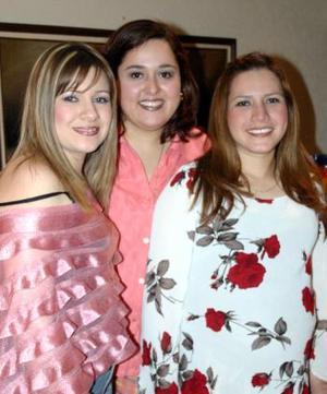 <b>06 de febrero de 2005</b> <p> Rebeca Beckris de Muñoz y Laura López de Velez le organizaron una fiesta de canastilla a Isis Cervantes de Díaz