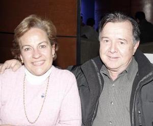 Lupita de Gutiérrez y Omar Gutiérrez.