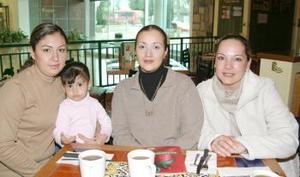 <b>06 de febrero de 2005</b> <p> Rosy González, Bárbara López, Claudia Rodríguez de González y Gloria de Cervantes