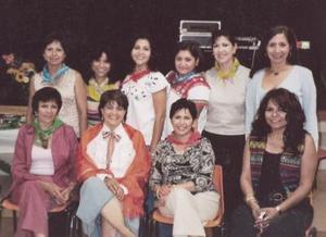 Martha M. María Luisa Galindo de Bouscal, Hilda López de Batteur, Leticia Amador, Guillermina de Caspar, Alma Ibarra, Angélica Ramos, Lupita Triana de Meyer, Nohemí Ruiza y Olivia López.