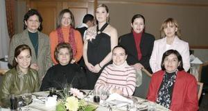 Muchas felicitaciones recibió Mary Tere de Téllez de sus familiares por el próximo nacimiento de su bebé