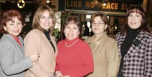 <b>06 de febrero de 2005</b> <p> Yolanda de Acevedo, Martha de Carson, Paty de Rodríguez, Aracely de Ávila y María Elena de Rivera.