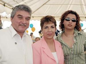<b>07 de febrero de 2005</b> <p> Roberto, Élida y Carolina.