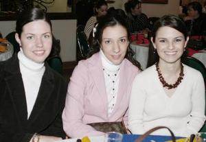 Karina Kort y Susana Valdés acompañaron a María del Carmen en su despedida de soltera.
