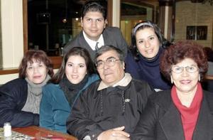 Graciela de Montes, Lorena de Rivera, Martín Montes, Lourdes Pimentel, Manuel Rivera y América Montes.