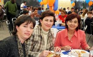<b>08 de febrero de 2005</b> <p> Rosana, Mayra Salas y María del Carmen Ruenes.
