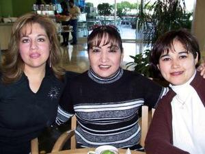 <b> 09 de febrero de 2005</b> <p> América Rodríguez, Verónica Ramírez y Silvia López Cerros.