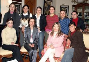 Chary de Montaña, Any de Correa, Beatriz de Carzo, Lucy de Gómez, Cristy Ríos Frine Galván, Vanessa Carlos y otras amigas