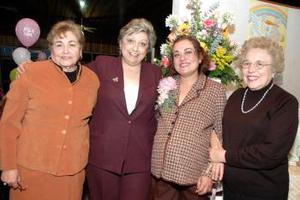Angélica Miranda de Treviño disfrutó de la fiesta de canastilla que le prepararon.