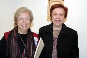Leonor Lobo de González y María Elena Arenal Rubín .