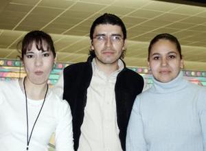 Elizabeth Luévanos, Ana Luisa y Efraín Palafox.