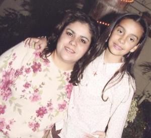 Andrea Garza Rivera junto a su mamá Bonny Garza el día que festejó su cumpleaños.