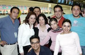 Ale Soto, Susy Moreno, Felipe Perales, César Neváres,Ale Aguilar, René Vitela, Daniel Poza y Jorge Samaniego.