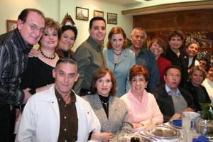 <b>10 de febrero de 2005</b> <p>  Miembros de al Comunidad Betania ofrecieron la despedida de solteros.