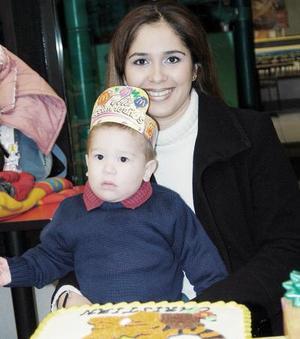 <b>10 de febrero de 2005</b> <p>  Tahnee Portugal le ofreció un convivio infantil a su hijito Cristian Yarik Portugal por su primer año de vida.