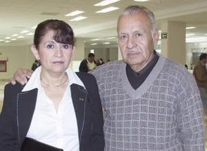 <b>10 de febrero de 2005</b> <p> Mercedes Morales viajó a Manzanillo y fue despedida por Luis Morales.