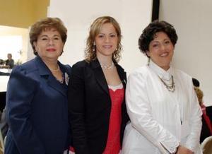 <b>11 de febrero de 2005</b> <p> Yolanda Quintanilla de Porragas, Karime Jalife y Cecilia Cardiel de Lastra.