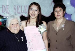<b>11 de febrero de 2005</b> <p> Selene Loza Zavala fue despedida de su vida de soltera por su cercano matrimonio.