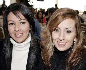 Gina de Maturino y Mónica de Pérez.