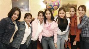 Karla María Robles Moreno festejó su cumpleaños, con un bonito convivio acompañada por sus amigas.