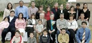 <b>11 de febrero de 2005</b> <p>  Señores Luis Armendáriz Moreno y Raquel Farías de Armendáriz celebraron recientemente 50 años de matrimonio, con un agradable festejo que les ofecieron sus hijos y nietos y demás familiares