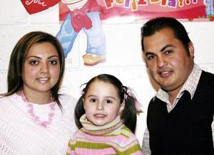 Francisco Medrano y Claudia Serna de Medrano festejan a su hijita Débora Medrano Serna, con mitivo de su cuarto cupleaños.