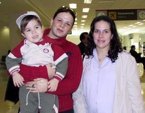 Catalina de Traeger, Max Traeger y Mary Pily Córdova viajaron al DF.