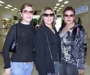 <b>11 de febrero de 2005</b> <p>  Claudia Obregón viajó a Tijuana y fue despedida por Cecilia Alvarado y María de los Ángeles