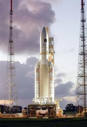 La plataforma de instrumentos, que viajará con el cohete, tomará medidas del lanzador durante la misión, desde sus vibraciones hasta su velocidad.   Los técnicos han dedicado más de dos años mejorando el cohete, que Arianespace espera mantenga su ventaja en el lucrativo mercado del lanzamiento de satélites. Entre los competidores de Ariane figuran lanzadores estadounidenses