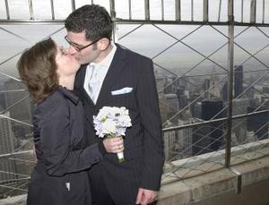 Una pareja de alemanes decidieron contraer matrimonio el día de los enamorados en Nueva York.