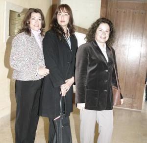 <b>12 de febrero de 2005</b> <p>  Fina de Ganem, Michelle de Rivas y Antonia de García.
