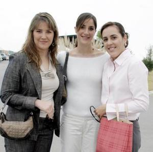 <b>12 de febrero de 2005</b> <p>  Alejandra de Rebollo, Gabriela de Tricio y Marcela de Villalobos.