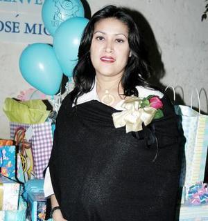 Con motivo del cercano nacimiento de su bebé, Rosa Isela Medina disfrutó de una fiesta de canastilla.