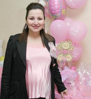 Lorena  Verdeja de Chaib espera el nacimiento de su segundo bebé, motivo por el cual recibió lindos regalos em la fiesta de canastilla que le prepararon Lorena Facusse, Norma León y Jazmín Estrada.