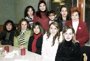 Con motivo del cercano nacimiento de su primer bebé, María Eugenia Meléndez de Ramos recibió múlitples felicitaciones de sus familiares y amistades.