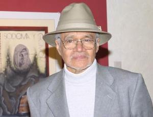 Mario Reyes estuvo presente en la inaguración de la  muestra y antes impartió una conferencia.