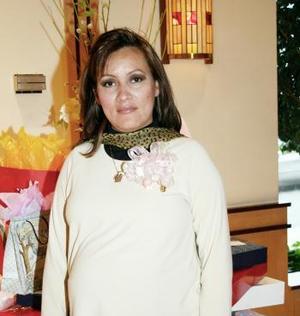 Con motivo del cercano nacimiento de su bebé, María Mayela Macías de García disfrutó de uina fiesta de canastilla.