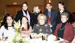 Claudia Segura, Adriana Hinojosa, Lourdes Escobedo, Lidia Cisneros, Mercedes Hernández, Consuelo Laureano, Graciela Cabañas, Ivette Morales y Juan Morales.