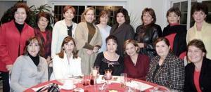 Socias deñ Club de Jardinería Cassandraen reciente reunión, donde fungieron como  anfitrionas Linda y Catalina Elías Ale y co-anfitrionas Lety B. Abusaid y Tete de Zarzar .