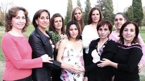 <b>13 de febrero de 2005</b> <p> Tere de Martínez, Rebeca de Cansino, Georgina de Galindo, Greta Galindo, Mayte Martínez, Thalía Cansino y Tere de Arrañaga felicitaron a Nellely de Cansino