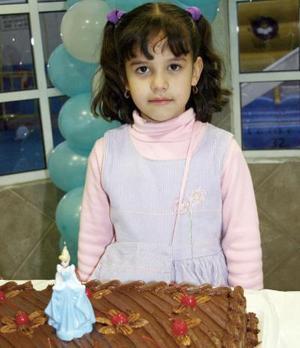 Marisela Guerrero Múzquiz cumplió seis años de vida y sus papás, José Joel Guerrero y Mónica Múzquiz, le prepararon una merienda para festejar.