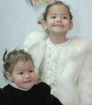 Keila Josefina y Daniela Esther Durán Guzmán festejaron sus cumpleaños con una divertida piñata hace unos días.