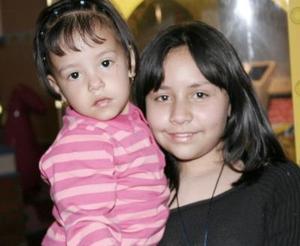La pequeña Melani Villarreal Pineda celebró sus segundo cumpleaños acompañada por su hermana Estefanía.