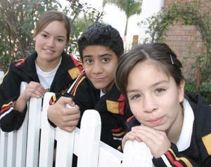 Elizabeth Narvaés, José Luis López y Azucena Mendoza.